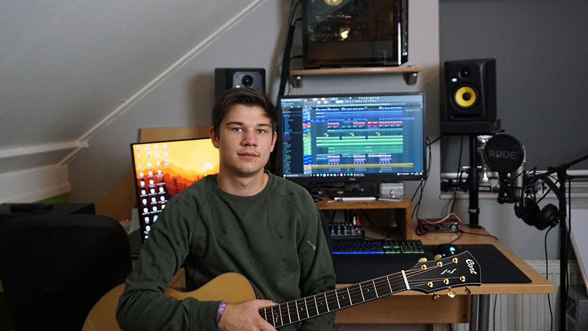Martijn Darwinkel in his studio